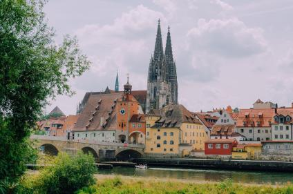 Panoramic view over the Danube to Regensburg Cathedral